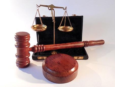 """Attrezzi da tribunale - IL TRIBUNALE """"FAI DA TE"""" - Bricolage psicologico del quotidiano: primo appuntamento della PSICOTECA"""