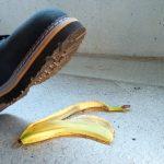buccia banana 150x150 - TRIBUNALE INTERNO E SINTOMATOLOGIA PSICOFISICA - Tutti gli infortuni arrivano per caso?